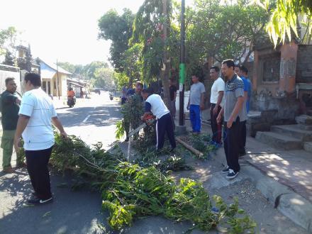 Kegiatan Jumat Bersih Desa Bubunan